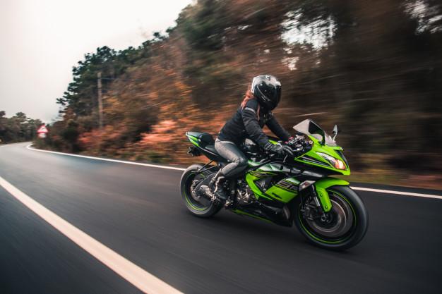 Los Mejores Tips para Manejar Moto en Carretera